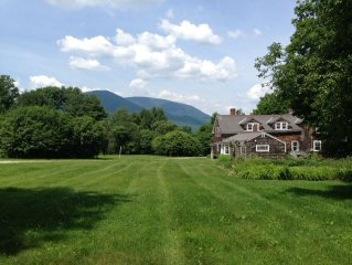 Historic 1780 Vermont Farm House with mountain views and 7 bedrooms