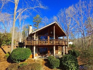 Luxury Rustic Log Home Point Lot on Lake Lanier