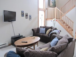 Cozy townhome rental for families, pet friendly, 3 min from Camelback entrance