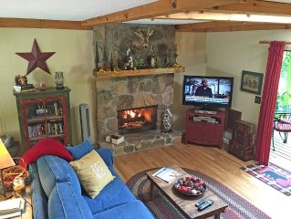 Lakeview Cottage - Overlooking Lake Sequoyah & Only 1-1/2 Miles to Town