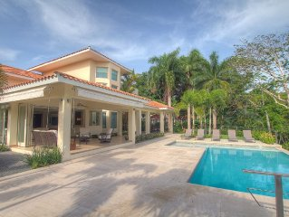 Perfect and stunning space to relax and enjoy the pool and the golf course view