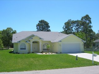 Bright Peaceful Home 3BR/3BA + Pool, Home overlooks Golf Course