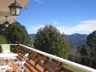 Casa com Maravilhosa Vista Panorâmica e serviço de caseira!!!