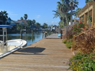 CHARMING KEY ALLEGRO WATERFRONT HOME, BOAT DOCK, DECKS, KAYAKS, PADDLE BOARDS!