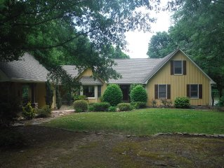 Family Friendly, Pet Friendly And Wheelchair Friendly!! Lakefront Oconee Home!