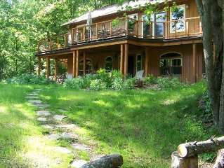 Secluded, Renovated Cabin with Hot Tub - 5 Miles to Woodstock