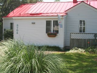 North End, Virginia Beach: Charming Flamingo Cottage!