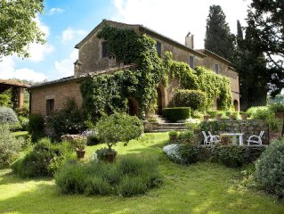 Colombiao di Momo: A Large 17th Century Farmhouse overlooking Tuscan hills