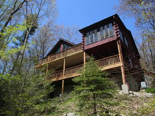 'Bear Pause' mountain retreat in nice neighborhood 4 miles south of Blowing Rock