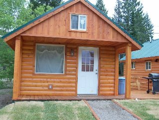 Kozy Cabin  Charming, Quiet, Close to Glacier Nat'l Park, Log-Style,Winter Fun