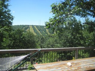 Spacious Home, Fantastic Views of Big Boulder, Mins from Ski (JF/BB)