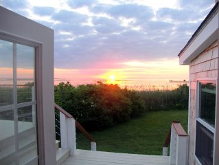 Exceptional Bay Views, Steps to Grays Beach, Private Location
