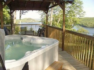 Very private modern cottage, breathtaking view, hot tub, Lake Vernon, Huntsville