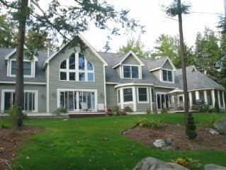 Luxury lake view home. Short walk to beautiful beach. Aug 24 to Sept 7 available