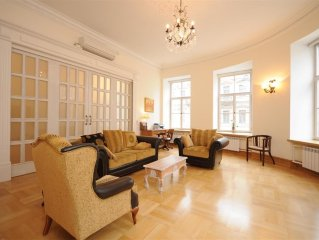 Top End 2 Bedroom Apartment in the Very Centre of the Old City