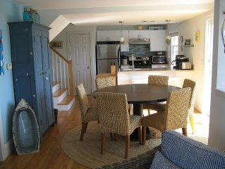 Sun-filled Vacation Rental Located In The Center Of Town - 3 Bed - 2 Full Baths