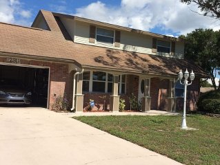 Beautiful Pool Home 2 Miles From The Beaches Of St. Peter & Clearwater