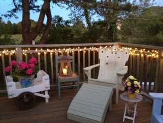 Sunny, Breezy, Classic Cape Cod Home Walking Distance To Beaches And Shops.