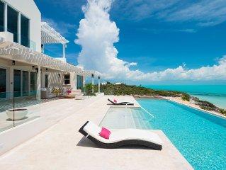 Luxurious Living on Long Bay Beach-Kayaks Heated Infinity Pool, Beachfront Deck
