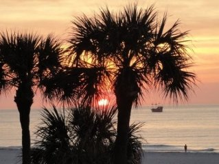 LHT-304 AFFORDABLE LUXURY DIRECTLY ON THE GULF  OF MEXICO.