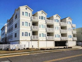 Luxury Condo-1 Block From The Beach, Top Floor