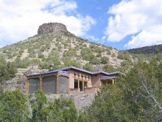 Rio Grande Gorge Casita- traditional adobe, hot tub, hiking, privacy