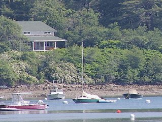 Vintage Oceanfront 4BR Cottage ~ Private Beach & Mooring ~ Historic Countryside