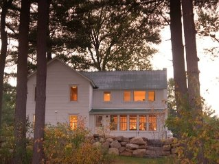 Lakeside Farmhouse with Gorgeous Views, Kayaks, B