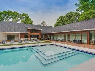 Apple Blossom Resort. 3 Homes. 11 Bedrooms/12 Bathroom. Pool. Hot Tub. Fire-Pit