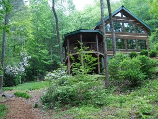 Enchanting Upscale Log Cabin, 30 ft waterfall, streams, secluded, WIFI!