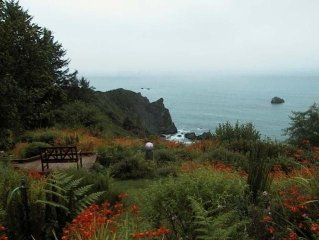 Abalone Cove--Dramatic Trinidad Oceanfront! Hot tub/Sauna/beach access/privacy!!
