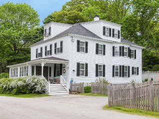 Spacious 8 Bdrm Maine Cottage Charm 2 min walk York Harbor Beach, Quiet, w/ Yard