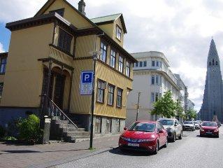 Beautiful sunny flat in best part of Reykjavik 100 meters from Hallgrimskirkja.
