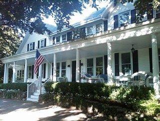 Luxury Village Residence Pool & Central Air. Walk To Harbor & Restaurants