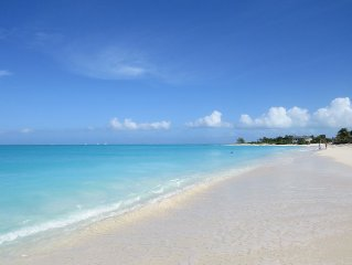 Charming private cottage few minutes walk to famous Grace Bay Beach.