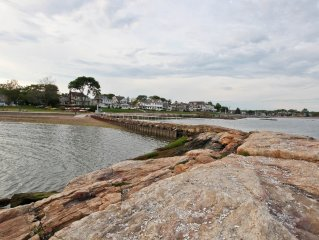 Beach House w Club Access, Views Thimble Islands, WiFi, Walk to Restaurants