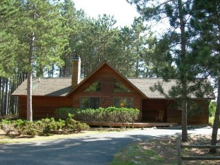 Crystal Mountain Golf and Ski Cottage-short walk to ski, golf, food and fun!