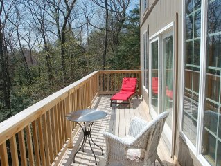 Peaceful, charming, modern luxury, elegant home 4 miles from Downtown Woodstock