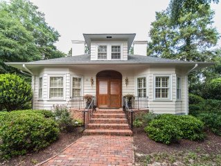 Historic Old Town, steps to dining, entertainment, golf 4BR/3.5BA pool WiFi