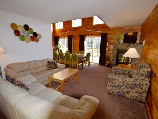 7 Bedroom Log Chalet. Sleeps 26 7 king beds Theater, hot tub, shuffle board