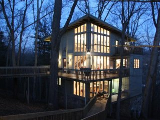 Tree Tops - Stunning ' Treehouse' With Upscale Amenities In A Memorable Setting