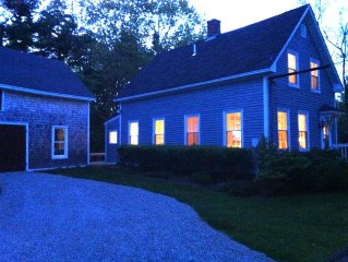 Cozy Coastal Cottage - Enjoy the beautiful fall season in Kennebunkport!