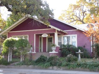 Pet-friendly Home Located 3 Blocks From Downtown Weatherford That Can Sleep 5