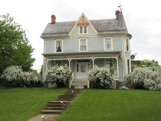 Lovely, Historic, Comfortable House For Visit With Family Or Friends.