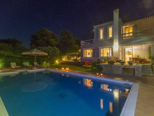 Exquisite summer family Villa with pool, great views and tennis court!