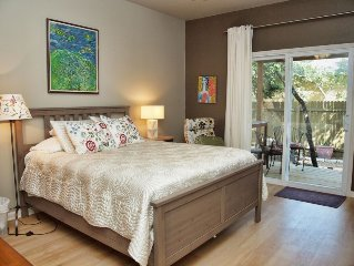 Studio - Close to Downtown Austin. Private and Elegant. Quiet, Nice Porch too!