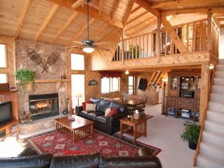 Gorgeous Lakefront Chalet w/ 450 sq ft Private Beach, Campfire Pit, Dock & Boats
