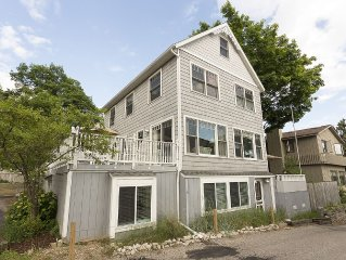 COTTAGE HOME - PERFECT LOCATION, STEPS FROM BEACH