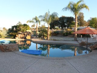 ONE MILE FROM BNP TENNIS TOURN - 4 BDRM - LARGE POOL - COACHELLA STAGECOACH