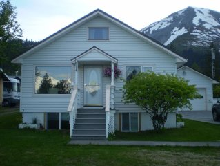 Seward Bay Front Cottage with Spectacular Views!